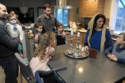 After Iconic Photo, Muslim and Jewish Family Come Together To Break Bread