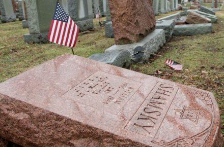 American Muslims Raise Funds to Repair Vandalized Jewish Cemetery