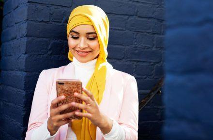Muslim Women Talk Hijab and Dating...